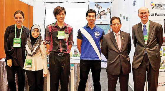 Minister of Development, Pehin Orang Kaya Indera Pahlawan Dato Seri Setia Awg Hj Suyoi bin Hj Osman, at the US Embassy booth with the US Ambassador to Brunei Darussalam, Daniel Shields, and speaker Erin Schrode