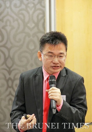 Dr Peter Ting, chief co-creation officer of Strategic Co-Creation Group, speaking at the Local Business Development programme held in Radisson hotel. BT/Leo Kasim
